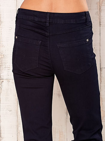 Ciemnogranatowe spodnie z prostą nogawką                                  zdj.                                  5