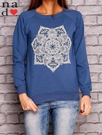 Ciemnoniebieska bluza z ornamentowym nadrukiem                                  zdj.                                  1