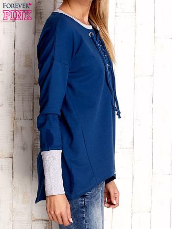 Ciemnoniebieska bluza z wiązaniem i szerokim ściągaczem                                  zdj.                                  3