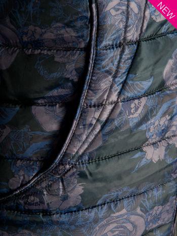 Ciemnoniebieska kurtka puchowa z motywem kwiatowym                                  zdj.                                  8