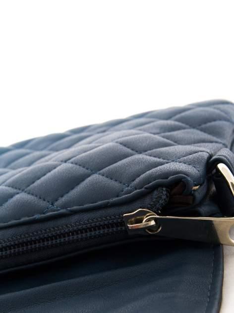 Ciemnoniebieska pikowana torba typu listonoszka                                  zdj.                                  7