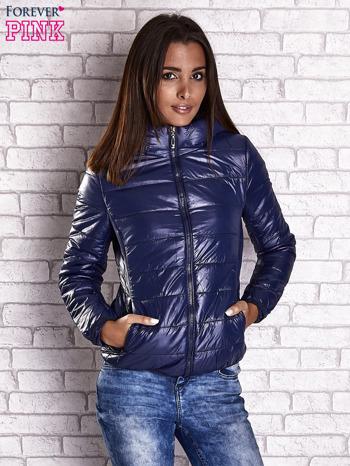 Ciemnoniebieska przejściowa kurtka z kapturem i kieszeniami                                  zdj.                                  2