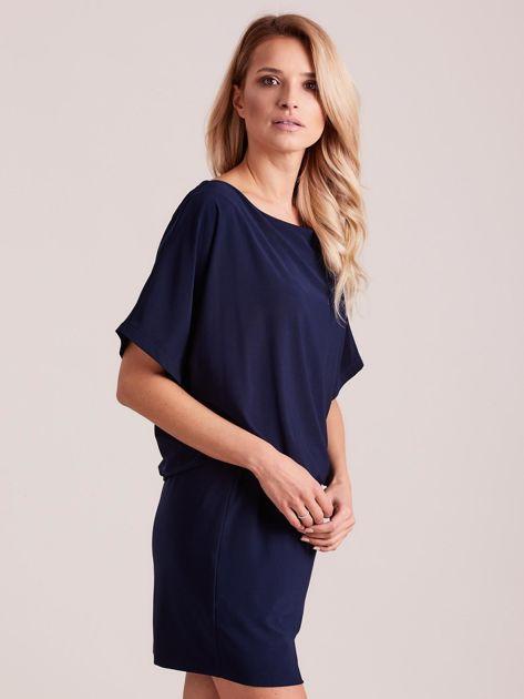 Ciemnoniebieska sukienka z dekoltem na plecach                              zdj.                              3