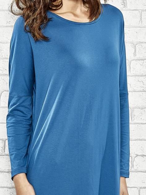 Ciemnoniebieska sukienka z rozporkami po bokach                                  zdj.                                  5