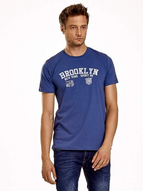 Ciemnoniebieski t-shirt męski z napisami BROOKLYN NEW YORK SPIRIT 86                                  zdj.                                  2