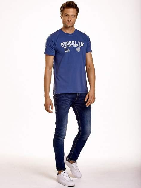 Ciemnoniebieski t-shirt męski z napisami BROOKLYN NEW YORK SPIRIT 86                                  zdj.                                  3