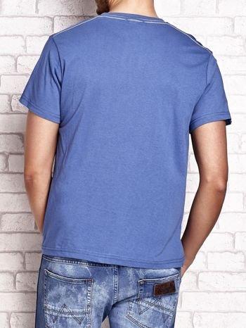 Ciemnoniebieski t-shirt męski z napisem BROOKLYN ATHLETIC UNIVERSITY                                  zdj.                                  3