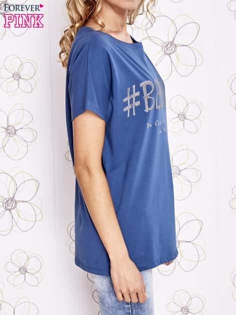 Ciemnoniebieski t-shirt z hashtagiem #BECAUSE                                  zdj.                                  3