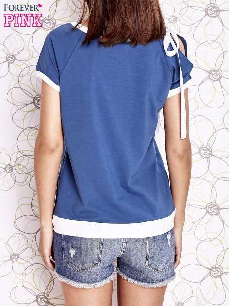 Ciemnoniebieski t-shirt z kokardą                                  zdj.                                  4