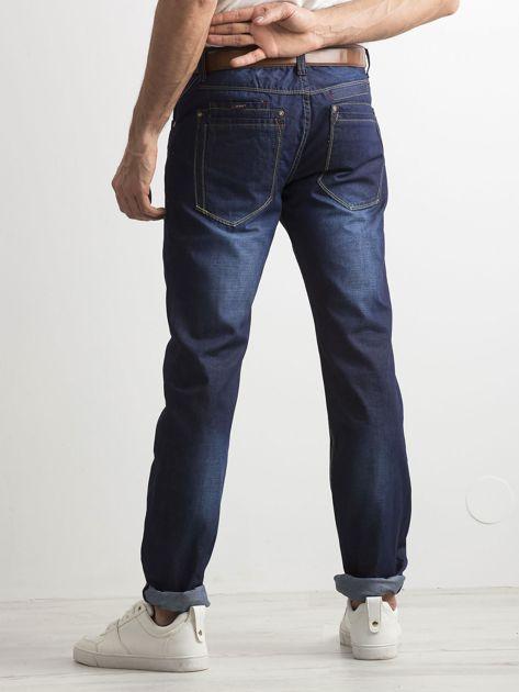 Ciemnoniebieskie klasyczne jeansy męskie                              zdj.                              2