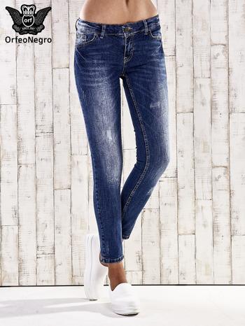 Ciemnoniebieskie marmurkowe spodnie skinny jeans                                  zdj.                                  1