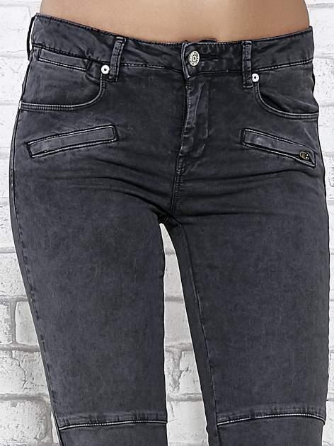 Ciemnoniebieskie skinny jeans z przeszyciami i suwakami                                  zdj.                                  4
