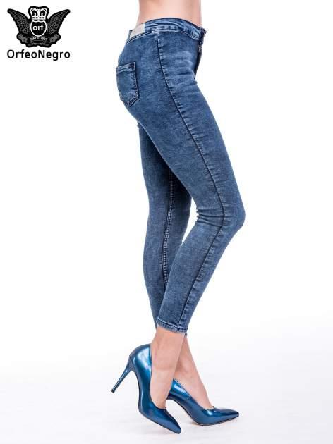 Ciemnoniebieskie spodnie jeansowe marmurki z wysokim stanem                                  zdj.                                  3