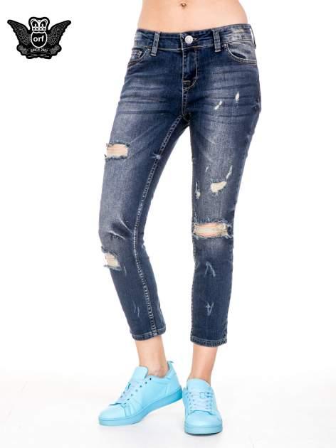 Ciemnoniebieskie spodnie jeansowe rurki z dużymi dziurami                                  zdj.                                  1