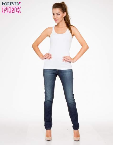 Ciemnoniebieskie spodnie jeansowe rurki z pikowanymi wstawkami                                  zdj.                                  2