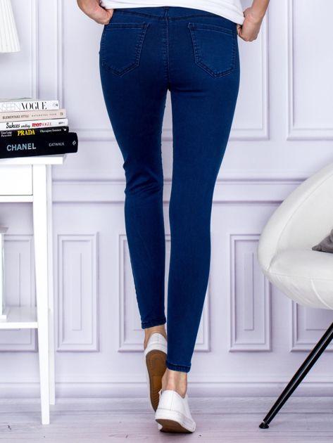 Ciemnoniebieskie spodnie jeansowe slim z wysokim stanem                              zdj.                              2