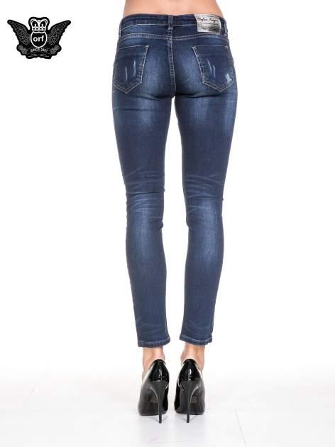Ciemnoniebieskie spodnie skinny jeans z cieniowaniem i przetarciem                                  zdj.                                  5