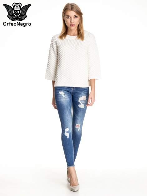 Ciemnoniebieskie spodnie skinny jeans z poszarpaną nogawką i dziurami                                  zdj.                                  2
