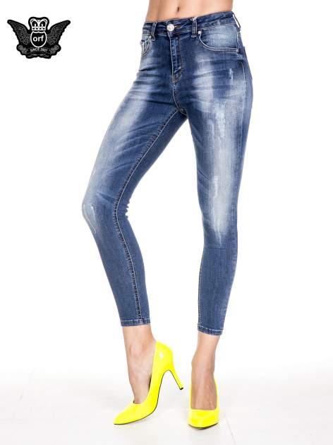 Ciemnoniebieskie spodnie skinny jeans z przecieraną nogawką z przodu                                  zdj.                                  1