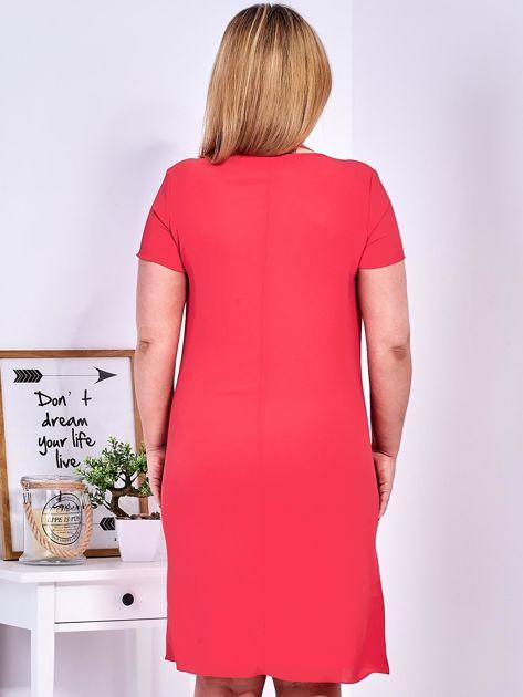 Ciemnoróżowa sukienka z ozdobnym wiązaniem PLUS SIZE                              zdj.                              2