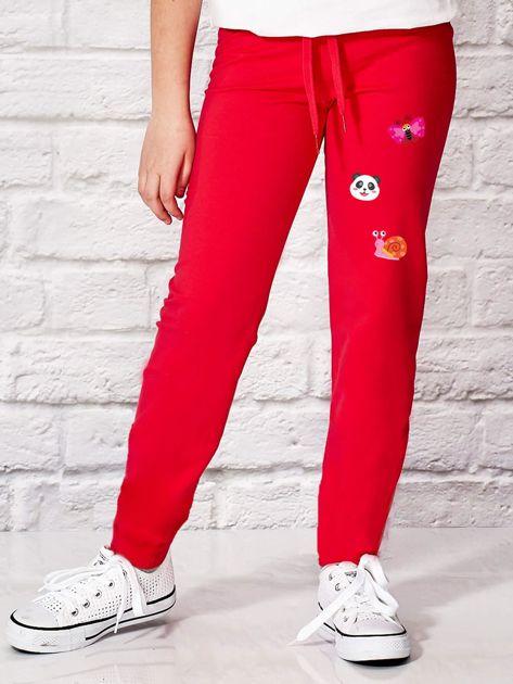 Ciemnoróżowe spodnie dresowe dla dziewczynki ze zwierzątkami                              zdj.                              1