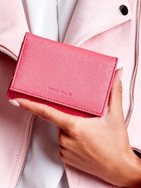 Ciemnoróżowy portfel damski z zapięciem na zatrzask