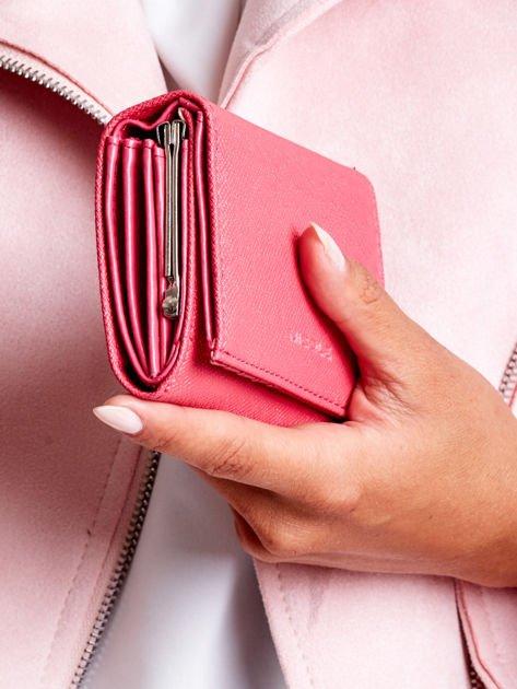 72180aefb4560 Ciemnoróżowy portfel damski z zapięciem na zatrzask - Akcesoria ...