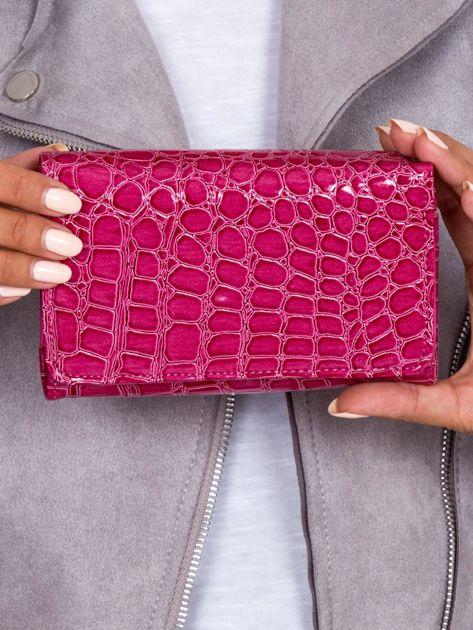 Ciemnoróżowy portfel z tłoczonym motywem zwierzęcym