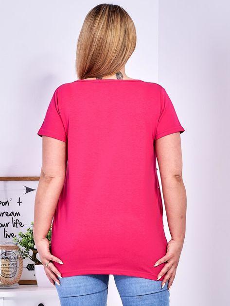 Ciemnoróżowy t-shirt z perełkami PLUS SIZE                              zdj.                              2
