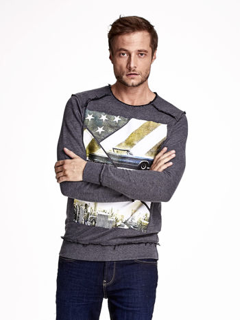 Ciemnoszara bluza męska z nadrukiem i surowym wykończeniem                                  zdj.                                  1