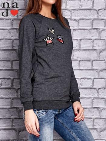 Ciemnoszara bluza z naszywkami                                  zdj.                                  3