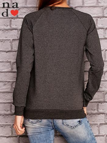Ciemnoszara bluza z ornamentowym nadrukiem                                  zdj.                                  4
