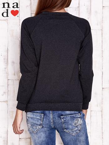 Ciemnoszara bluza z piórkiem                                  zdj.                                  4