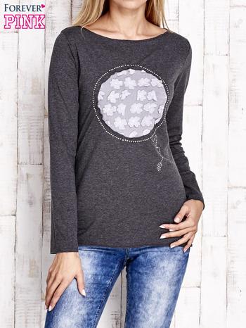 Ciemnoszara bluzka z kwiatową aplikacją i surowym wykończeniem                                  zdj.                                  1