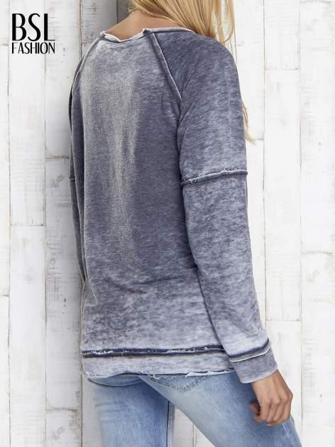 Ciemnoszara dekatyzowana bluza z surowym wykończeniem                                  zdj.                                  5