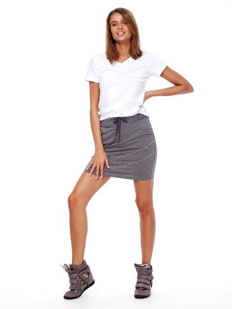 Ciemnoszara dresowa spódnica z kieszeniami i perełkami                              zdj.                              4