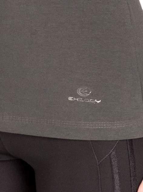 Ciemnoszara gładka bluzka sportowa z dekoltem U PLUS SIZE                                  zdj.                                  5