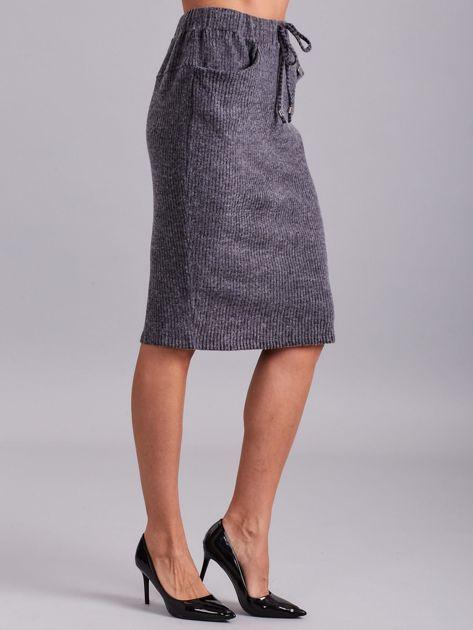 Ciemnoszara prążkowana spódnica z kieszeniami                              zdj.                              3