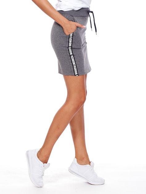 Ciemnoszara spódnica z tekstowymi lampasami                              zdj.                              6