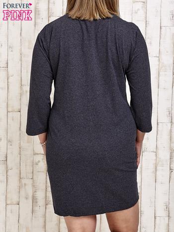 Ciemnoszara sukienka dresowa z napisem BABE PLUS SIZE                                  zdj.                                  4