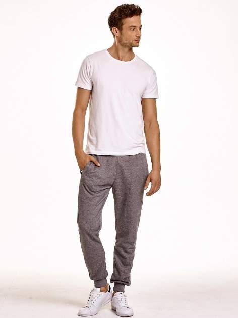 Ciemnoszare melanżowe spodnie męskie z trokami i kieszeniami                                  zdj.                                  3