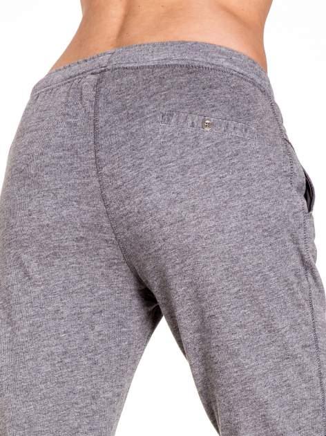 Ciemnoszare spodnie dresowe damskie z guziczkami                                  zdj.                                  7