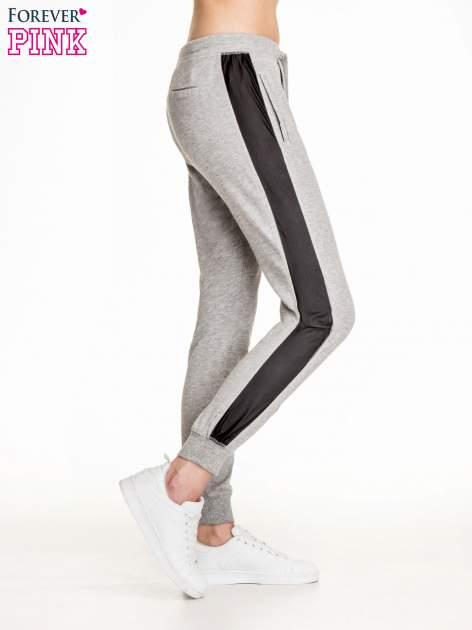 Ciemnoszare spodnie dresowe damskie ze skórzanymi lampasami                                  zdj.                                  3