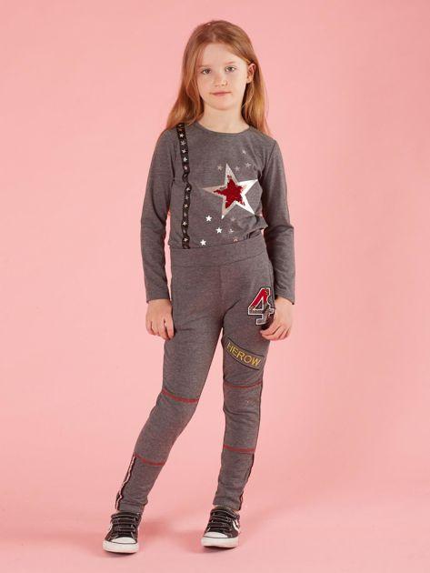 Ciemnoszare spodnie dresowe dziecięce z naszywkami                              zdj.                              4