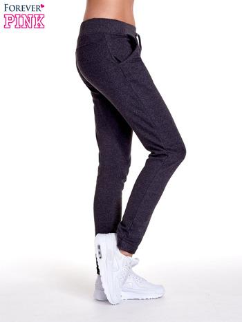 Ciemnoszare spodnie dresowe z prostą nogawką                                  zdj.                                  3