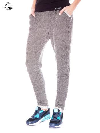 Ciemnoszare spodnie dresowe ze zwężaną nogawką zakończoną na dole ściągaczem                                  zdj.                                  1