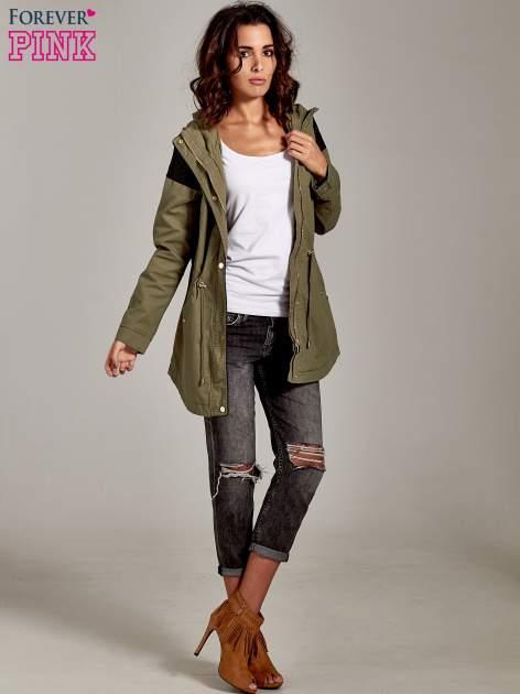 Ciemnoszare spodnie girlfriend jeans z rozcięciami na kolanach                              zdj.                              9