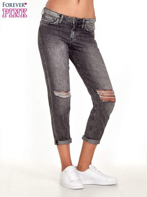Ciemnoszare spodnie girlfriend jeans z rozcięciami na kolanach                              zdj.                              1