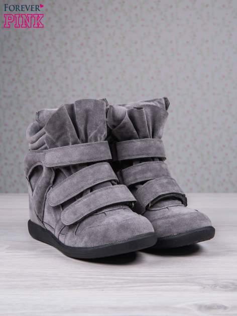 Ciemnoszare zamszowe sneakersy na rzepy Tris                                  zdj.                                  3