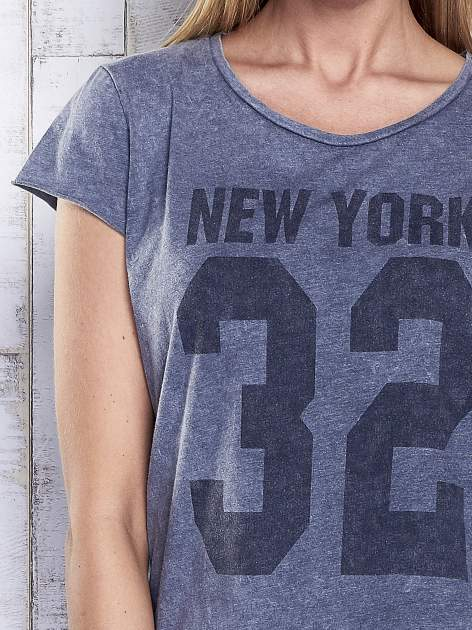 Ciemnoszary dekatyzowany t-shirt z napisem NEW YORK                                  zdj.                                  6